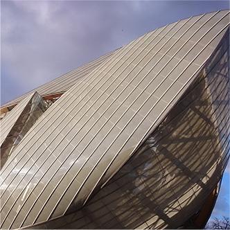 Umývanie budovy Luis Vuitton foundation
