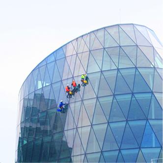 Umývanie sklenných plôch na Galleria Eurovea